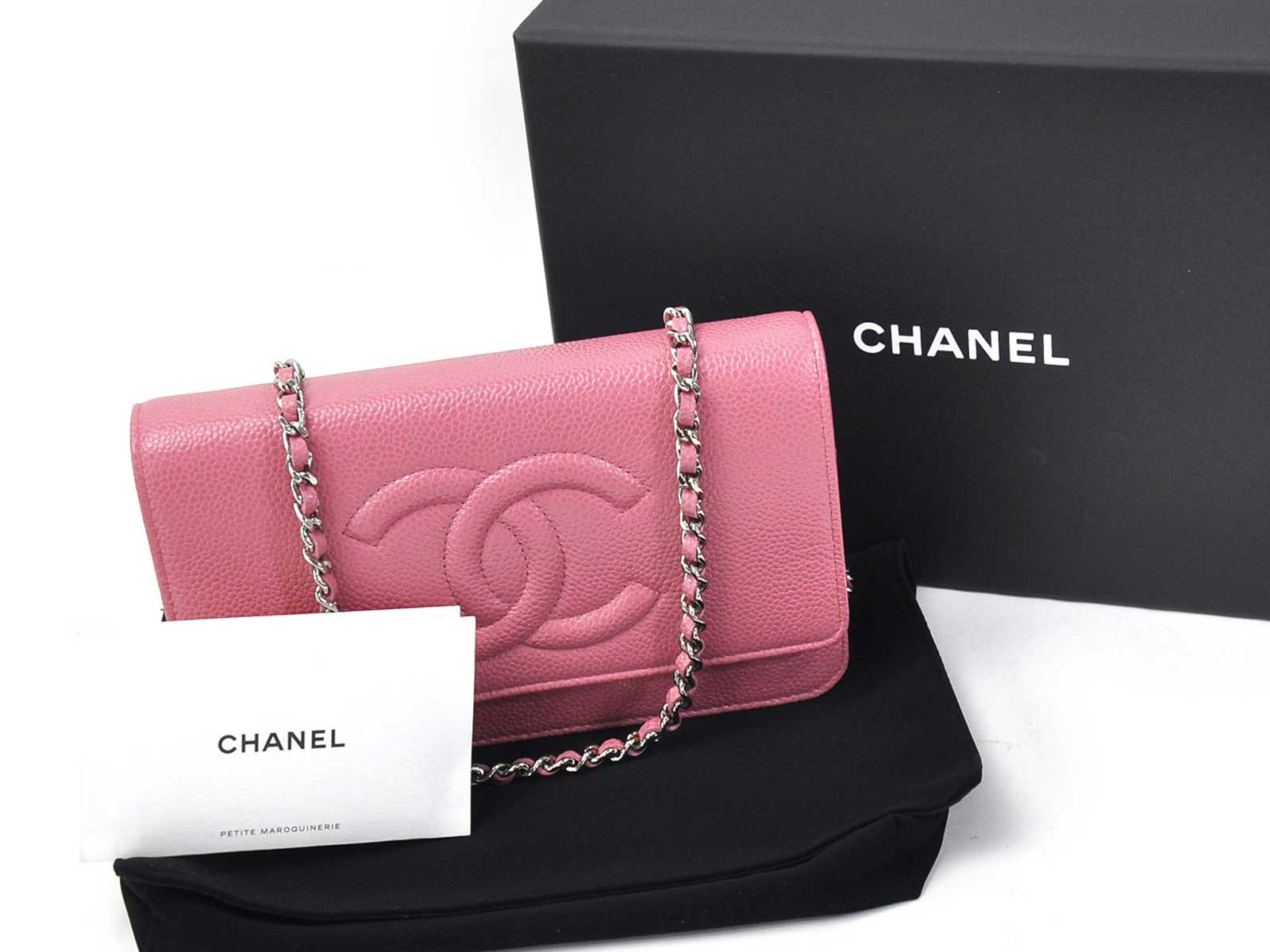"""chanel value chain The chanel reissue bags & classic flap bags are quite difference, yet so  beloved to many luxury lovers  chanel reissue bag chain details  and  arguably holds more """"instant recognition"""" value than the reissue closures."""