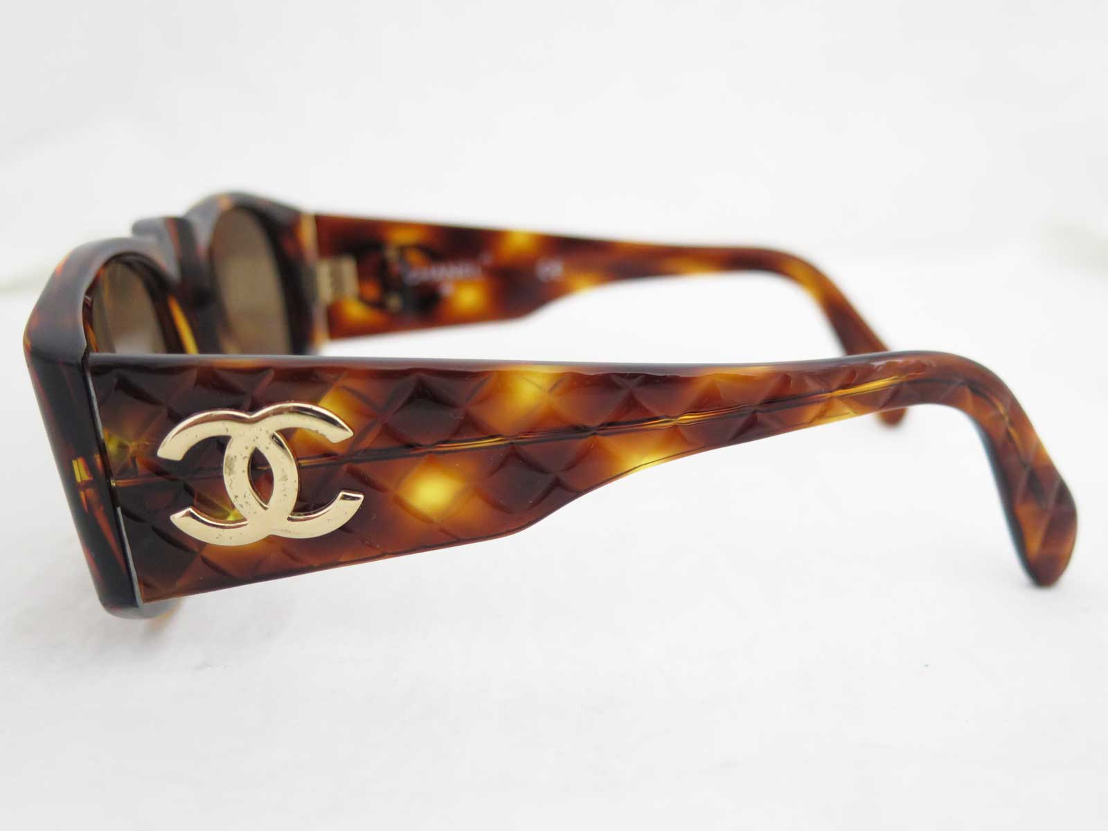 964b127915 Auth CHANEL CC Logo Matelasse Brown Goldtone Sunglasses w Case ...